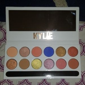 KYLIE Royal Peach Palette